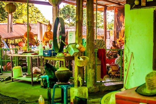 sak yant buddist tattoo temple