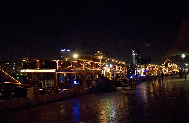 dhow dinner cruise boat in dubai